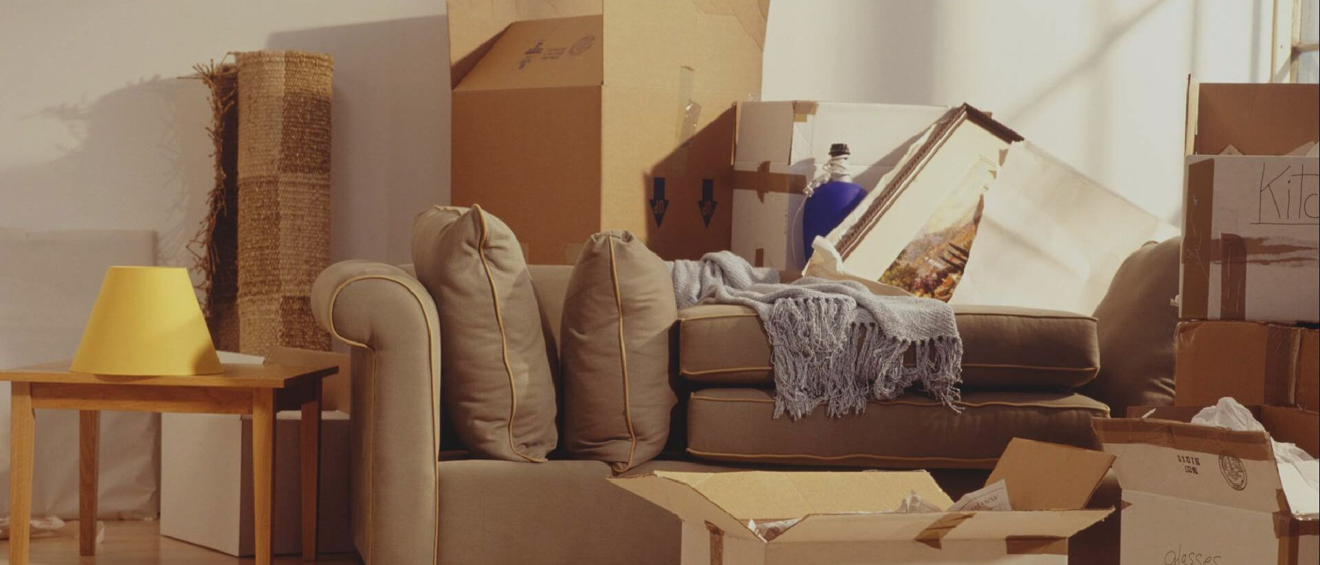 How to safely store your furniture while moving