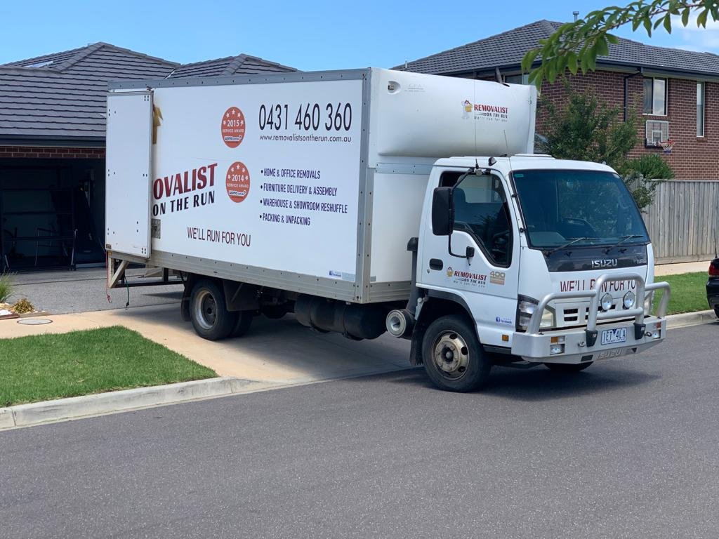 Melbourne landlords have slashed their rents by $400. Removalists On The Run can Help You Move To Melbourne With Ease.
